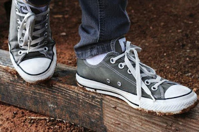 Model Sepatu Keren Sneakers Untuk Anak Kampus