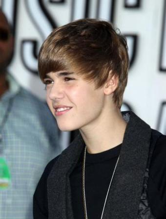 justin bieber 2011 haircut february. Justin Bieber Haircut Feb 2011