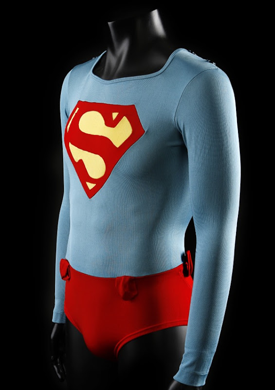 Christopher Reeve underwater Superman tunic