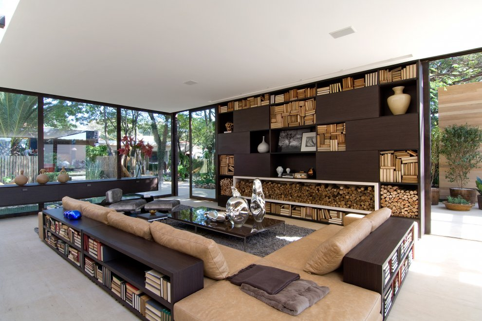 Modern home interior brazil most beautiful houses in the for Pictures of beautiful houses interior