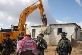 Una aldea árabe, demolida más de 40 veces por Israel, sigue reconstruyéndose.