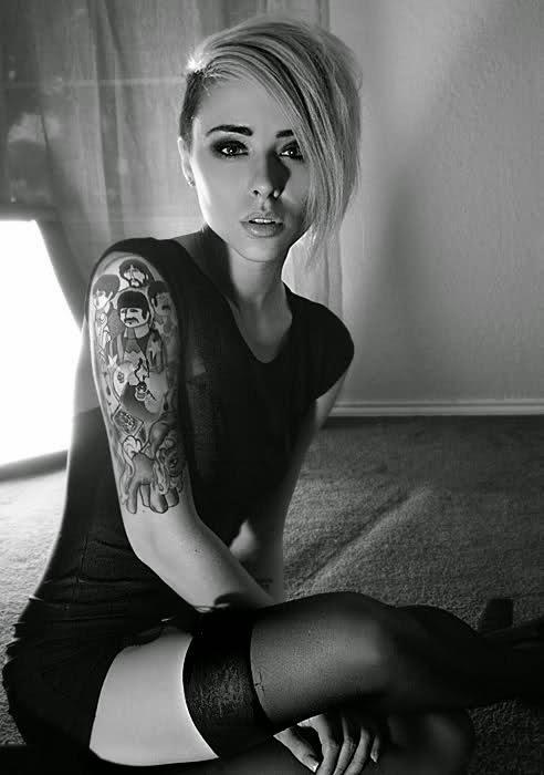 tatouage haut du bras femme. Black Bedroom Furniture Sets. Home Design Ideas