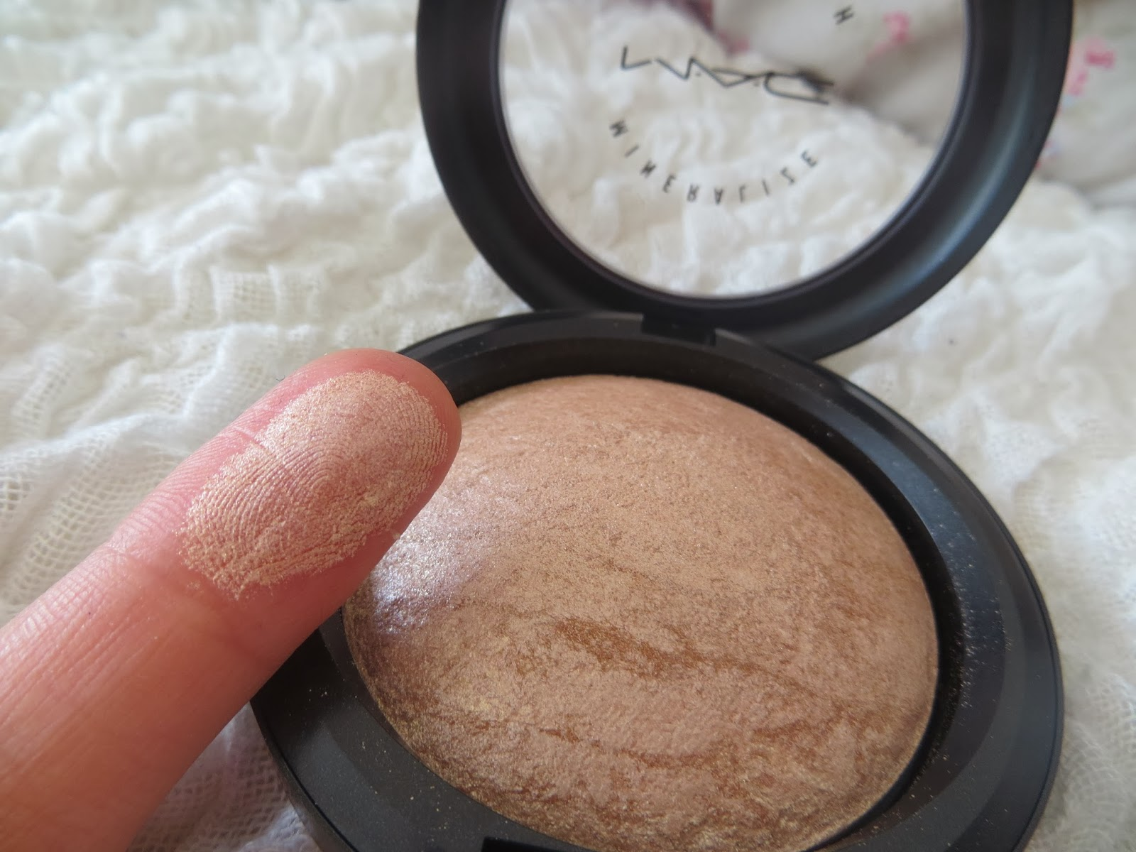 MAC, Review, Mineralize skinfinish, Soft and Gentle, Shimmer, HIghlighter, Bronzer, Blogger, Pretty