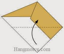 Bước 4: Gấp cạnh dưới tờ giấy lên trên.