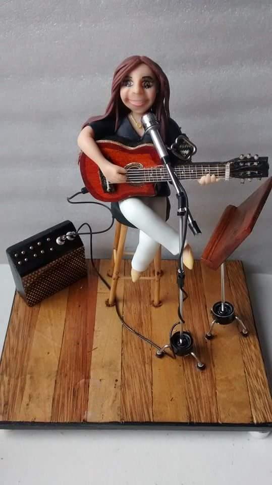 Mini palco com violão