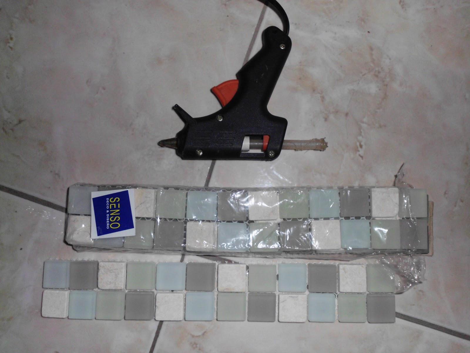 Artes e Badulaques: Moldura Espelho com pastilhas #1A1C60 1600x1200 Banheiro Com Pastilha Espelho