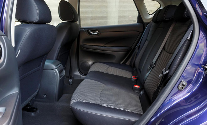 Nissan Pulsar rear legroom