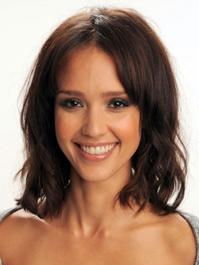 Jessica Alba's flirty hairstyle has smooth roots and textured, wavy ends.