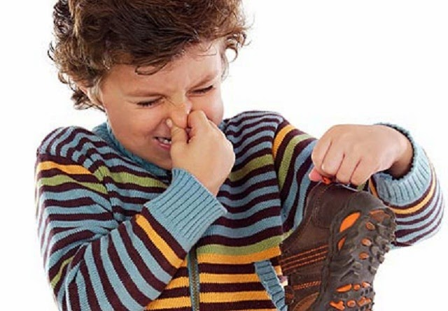 Cara Menghilangkan Bau Sepatu, Cara membersihkan Sepatu, Cara menghilangkan Bau, Bersihkan sepatu, merawat sepatu, Sepatu Bau, Tips mencuci Sepatu,