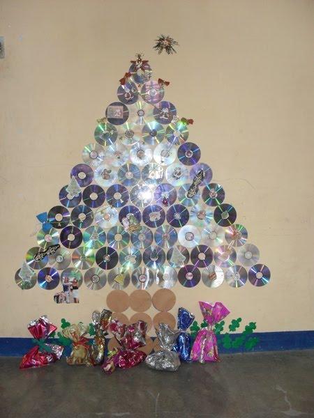 Artesanato De Natal Reciclado ~ ESPA u00c7O EDUCAR 13árvores de Natal feitas com reciclagem de cd e dvd usado! Atividade excelente