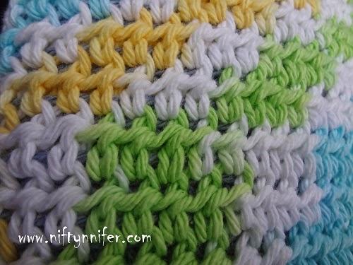 http://www.niftynnifer.com/2014/07/free-crochet-pattern-reversible-dish-mat.html