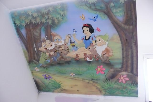 Aranżacja poddasza w pokoju dziecięcym, malowanie bajek na ścianie warszawa, obraz 3D
