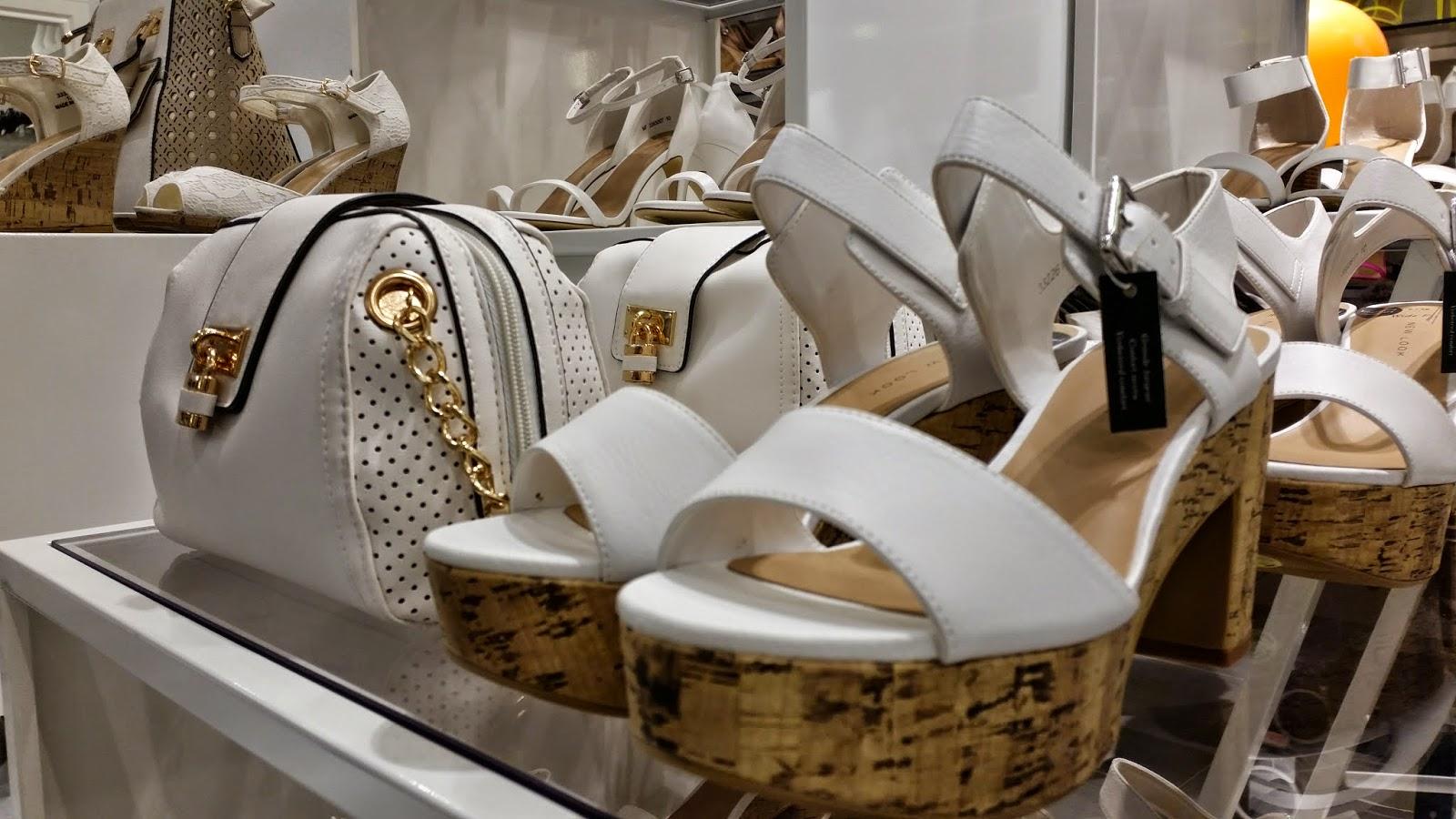 escarpins blanc et liège, sac à main blanc