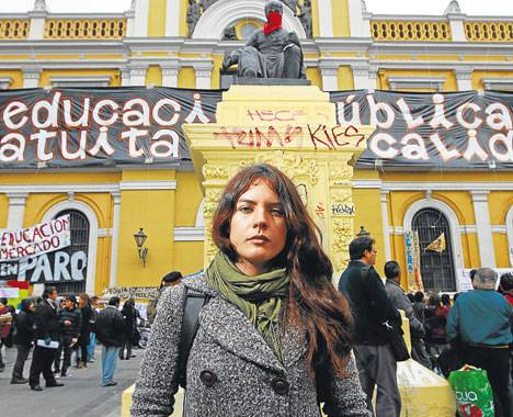 http://1.bp.blogspot.com/-kwKwc79H-vI/Tkg0D1B6uoI/AAAAAAAADk4/VyaTqVT-Z2g/s1600/Camila-Vallejo-RECLAMA+EDUCACION+PUBLICA+Y+GRATUITA+EN+CHILE.jpg