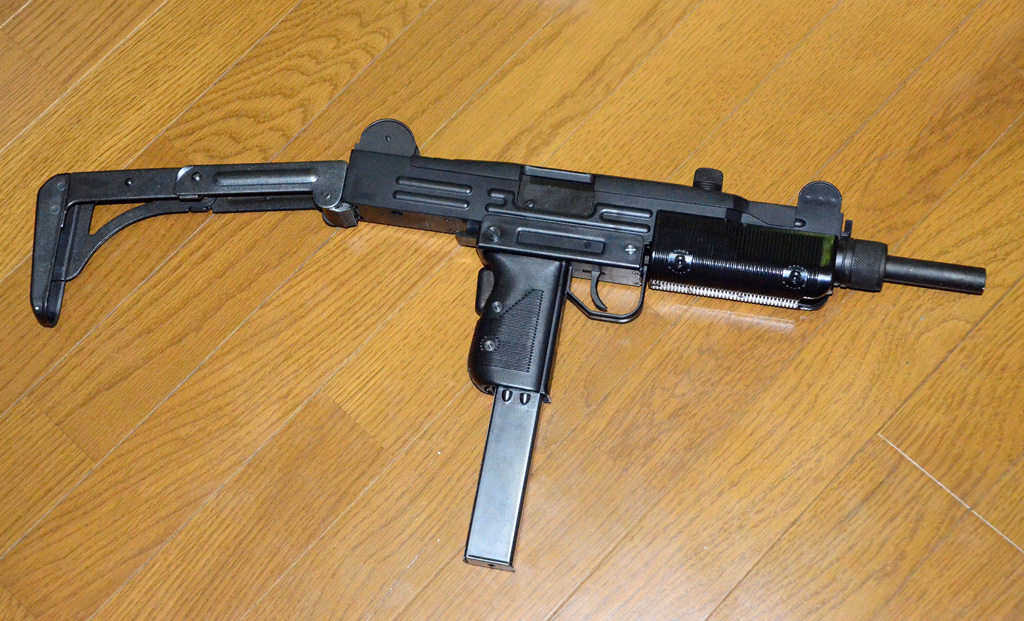 The gallery for --> Uzi With Silencer And Extended Clip