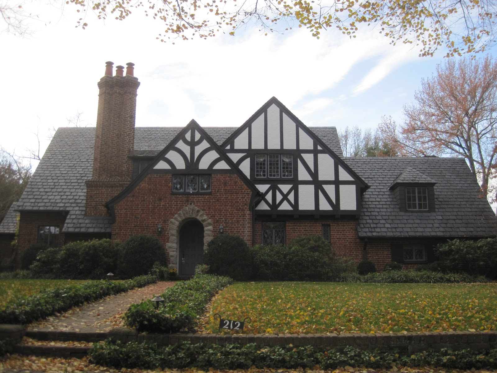 Architect design windsor farms richmond Tudor style fence