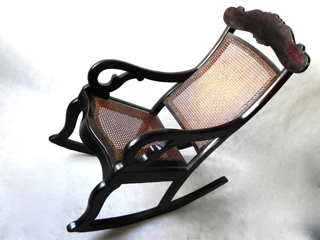 Movelaria Carioca: Cadeira de Balanço em Jacarandá e Óleo Vermelho  #856046 1024x768