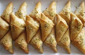 سمبوسة - سمبوسة حلوة- سمبوسك -حلويات رمضانية- حلويات العيد- السمبوسة الحلوة-سمبوسة حلوة باللوز- سمبوسة حلوة بطريقة منال العالم-samosas recipe -samosas