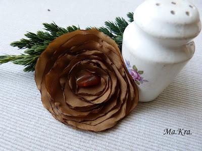 broszka róża z materiału
