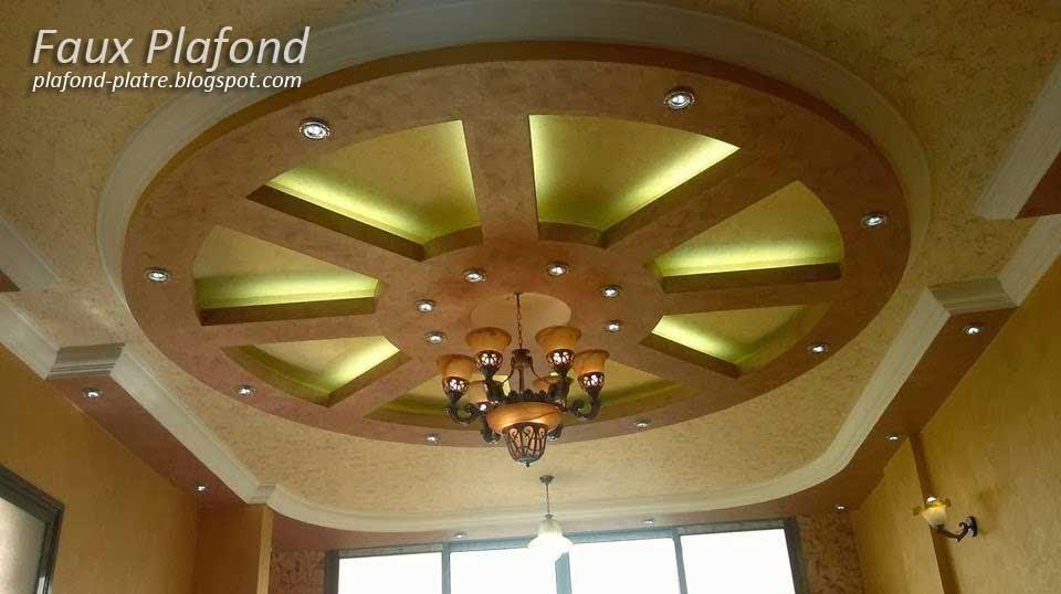 Decort Platre Pour Restaurant : Plafond suspendu avec des spots lumineux
