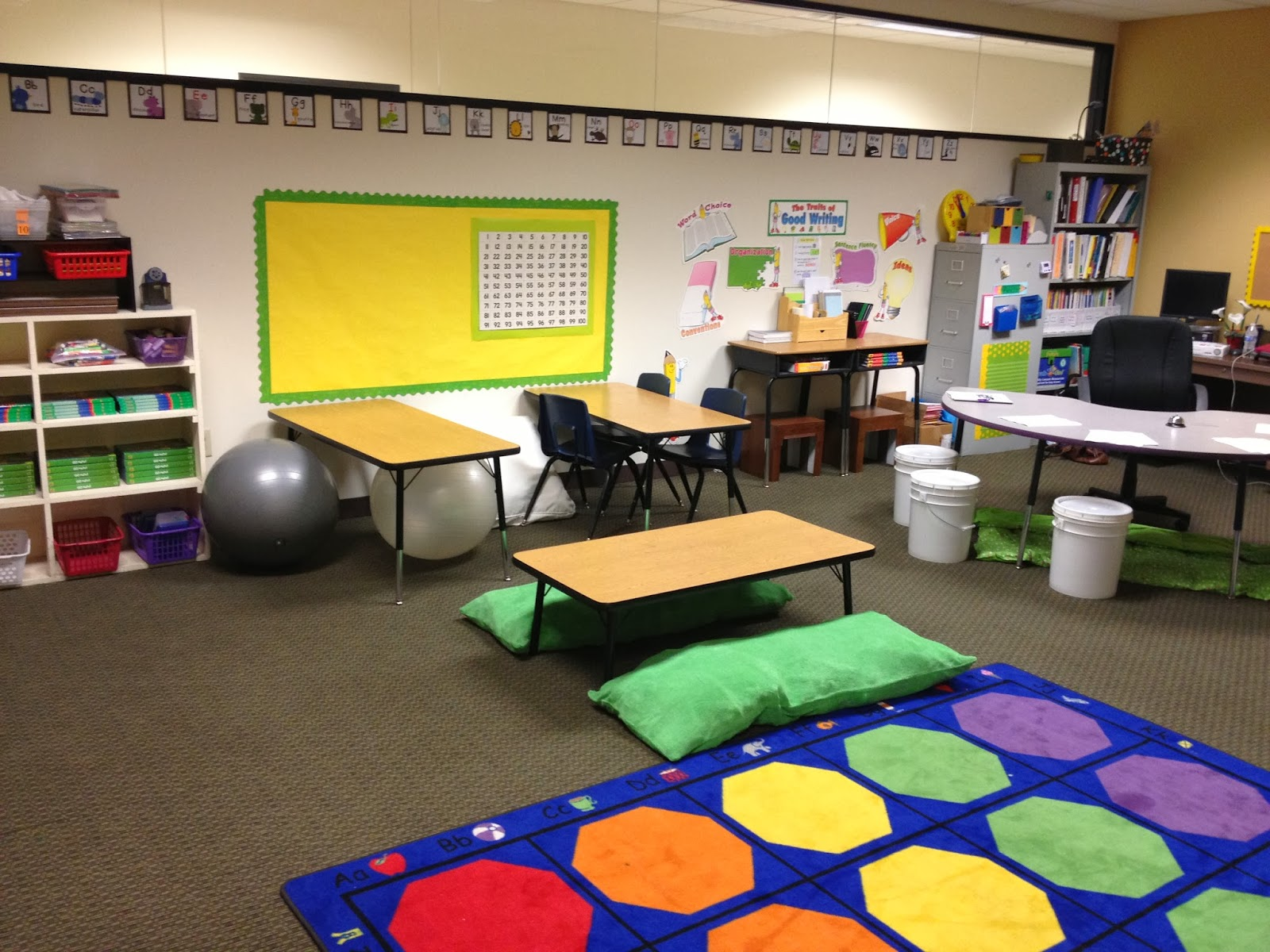 Modern Classroom Rug ~ The reading rug fun in first grade room