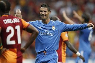 CR7 celebrando uno de los tres goles que marcó ante el Galatasaray.
