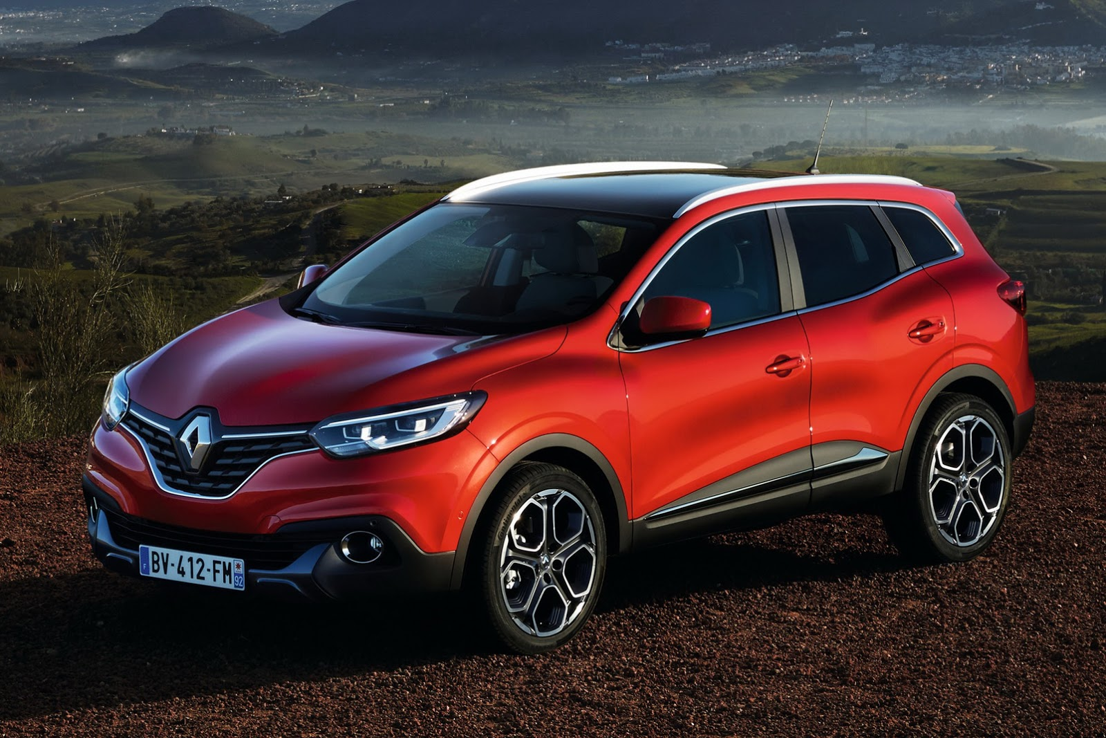 all new renault kadjar suv officially revealed 40 pics. Black Bedroom Furniture Sets. Home Design Ideas