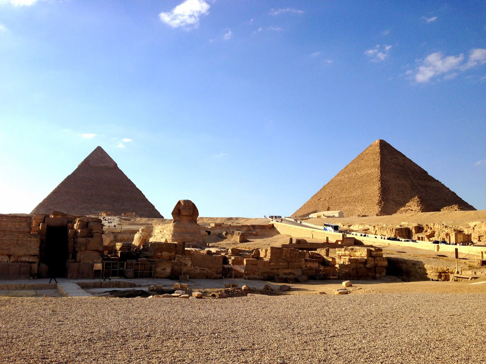 Great Pyramids of Giza and sphinx