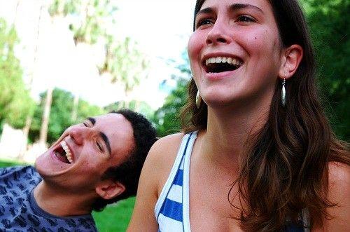 tertawa bersama kekasih