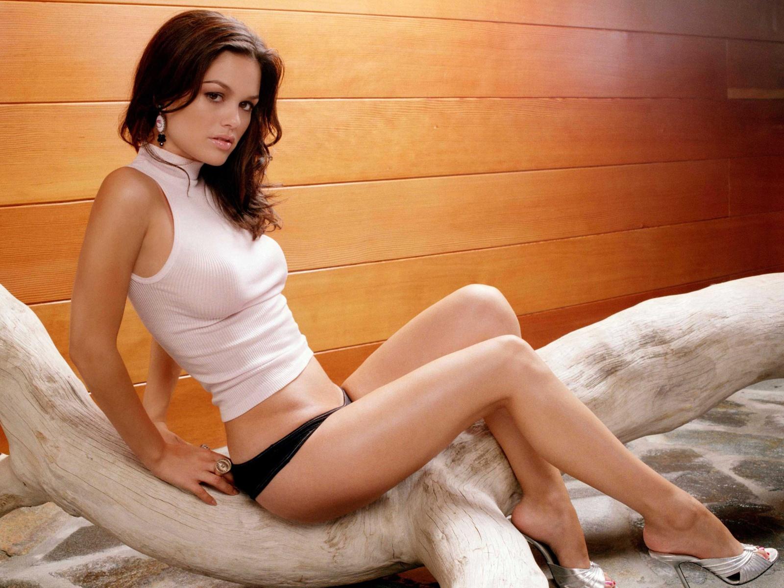 http://1.bp.blogspot.com/-kxaHGkfAvek/Ta7tnfPP57I/AAAAAAAAA0k/DjCV4xXEolk/s1600/rachel_sarah_bilson_hot_wallpaper.jpg