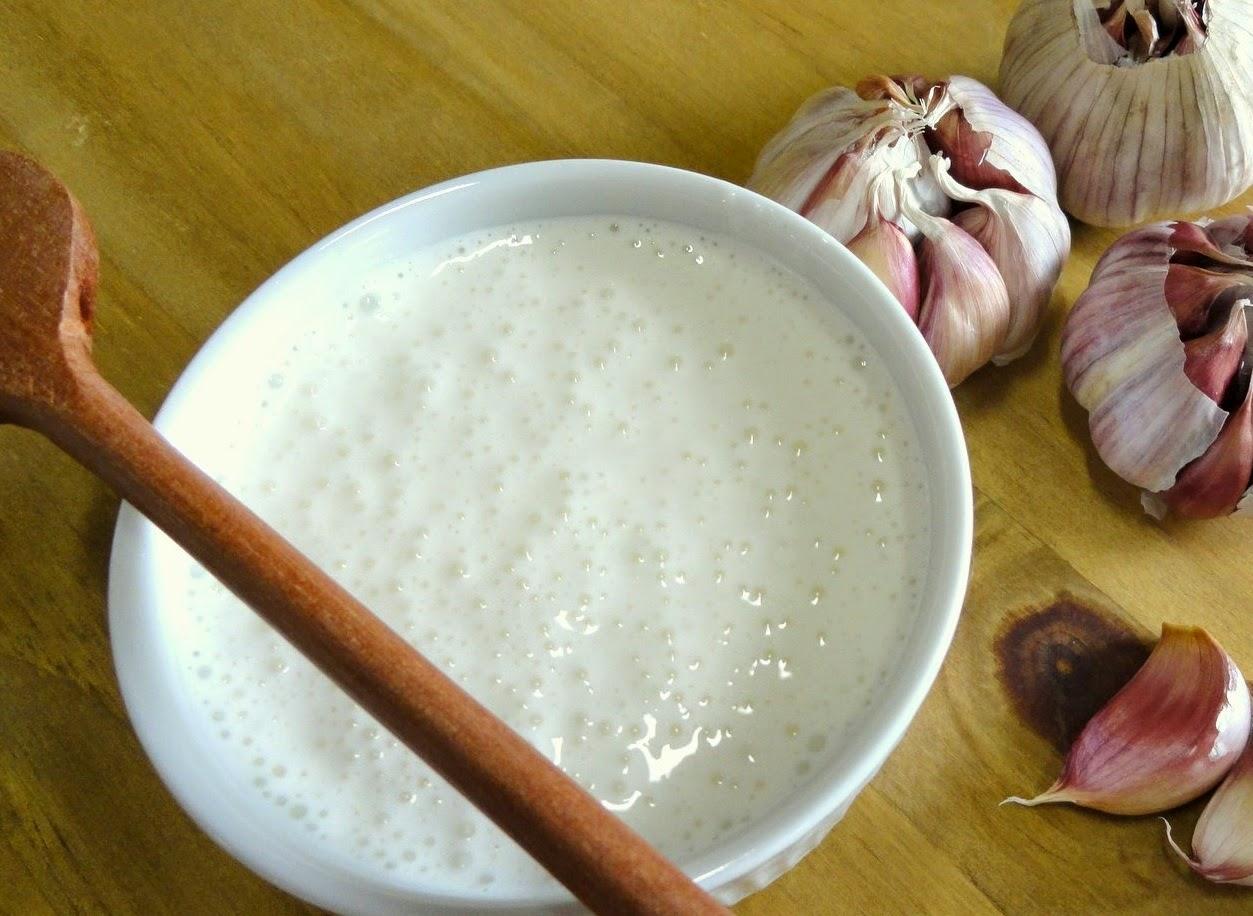 Como preparar o molho de alho?