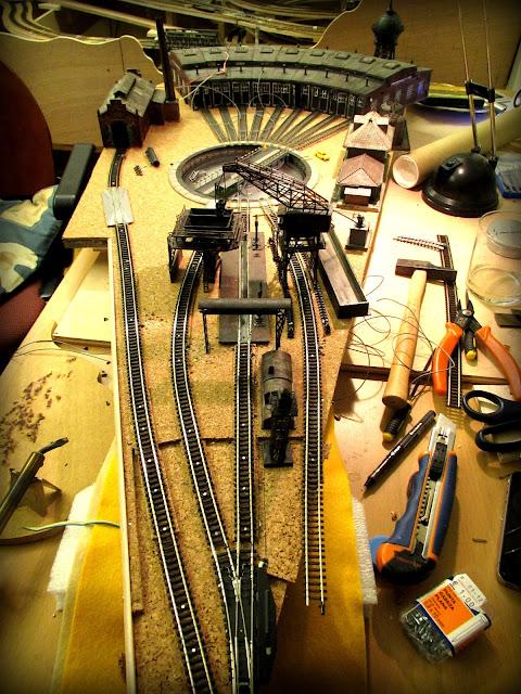 cableando maqueta ferroviaria zona instalaciones