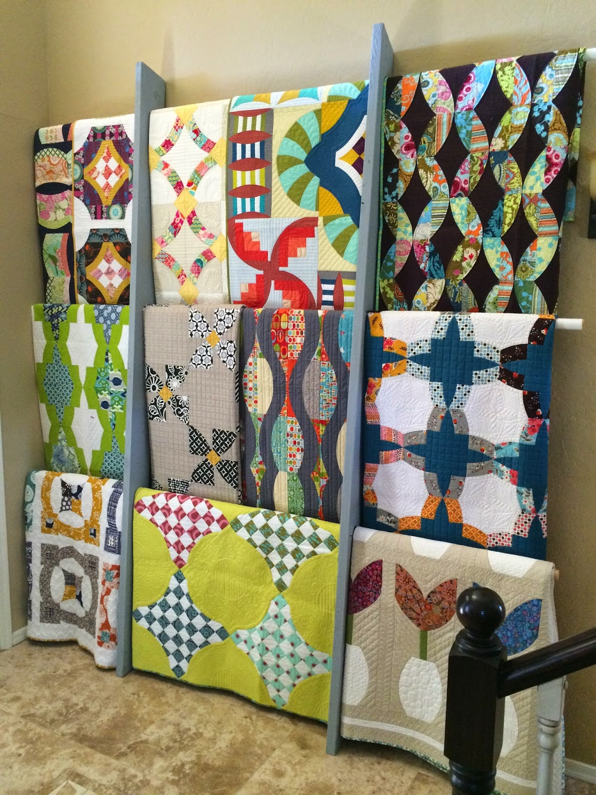 Sew kind of wonderful tuesday tips displaying quilts for Quilt and craft show