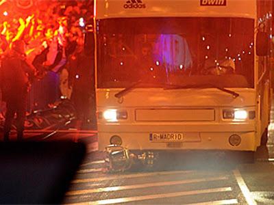 Sergio Ramos bota la Copa del Rey y es aplastada por un bus