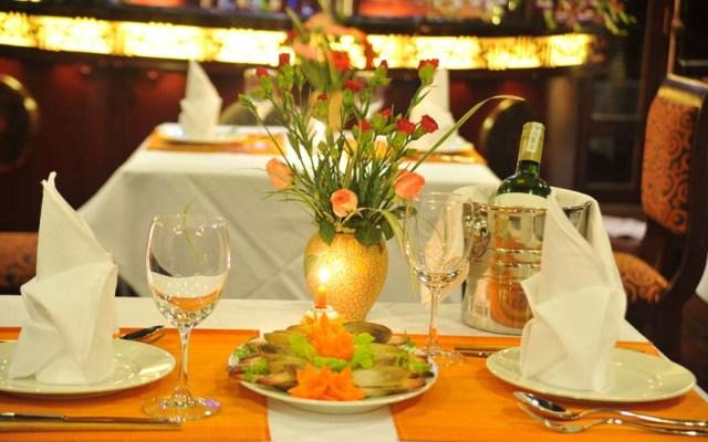 Set Dining Table - Calypso Cruise