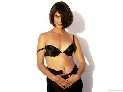 Glamorous Sandra Bullock Wallpaper