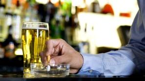 Cigarro associado ao álcool piora a ressaca