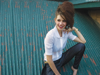 Kalki Koechlin Hot Pictures & Wallpapers