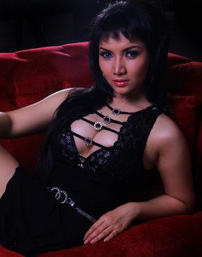 Roro Fitria Foto Model Indonesia Seksi