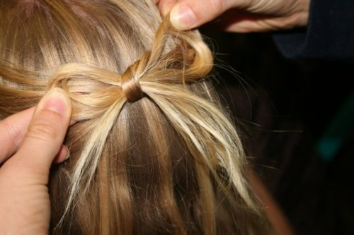 How to tie hair bow
