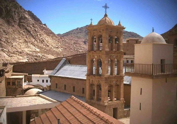 تعانق قبة الكنيسة مع مئذنة الجامع فى سماء الأرض المقدسة سيناء
