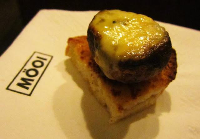 Portobello sobre tostada con ajo