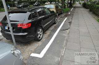 "Alsterkrugchaussee - ""Radweg"" jetzt offiziell Parkplatz"
