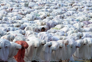 http://majalah.hidayatullah.com/wp-content/uploads/2010/06/jamaah-putri_1526_l.jpg