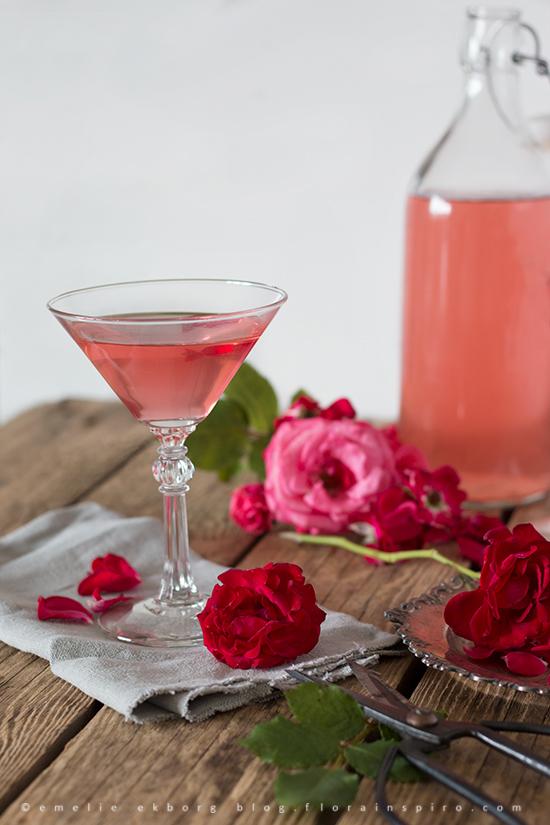 pink elderflower cordial, rose elderflower cordial, elderflower and rose cordial, elderflower cordial, fläderblomssaft, rossaft, rosensaft, fläder och rossaft, rosa fläderblomssaft, fläderblomssaft rose, rose flädersaft, rose fläderblomssaft