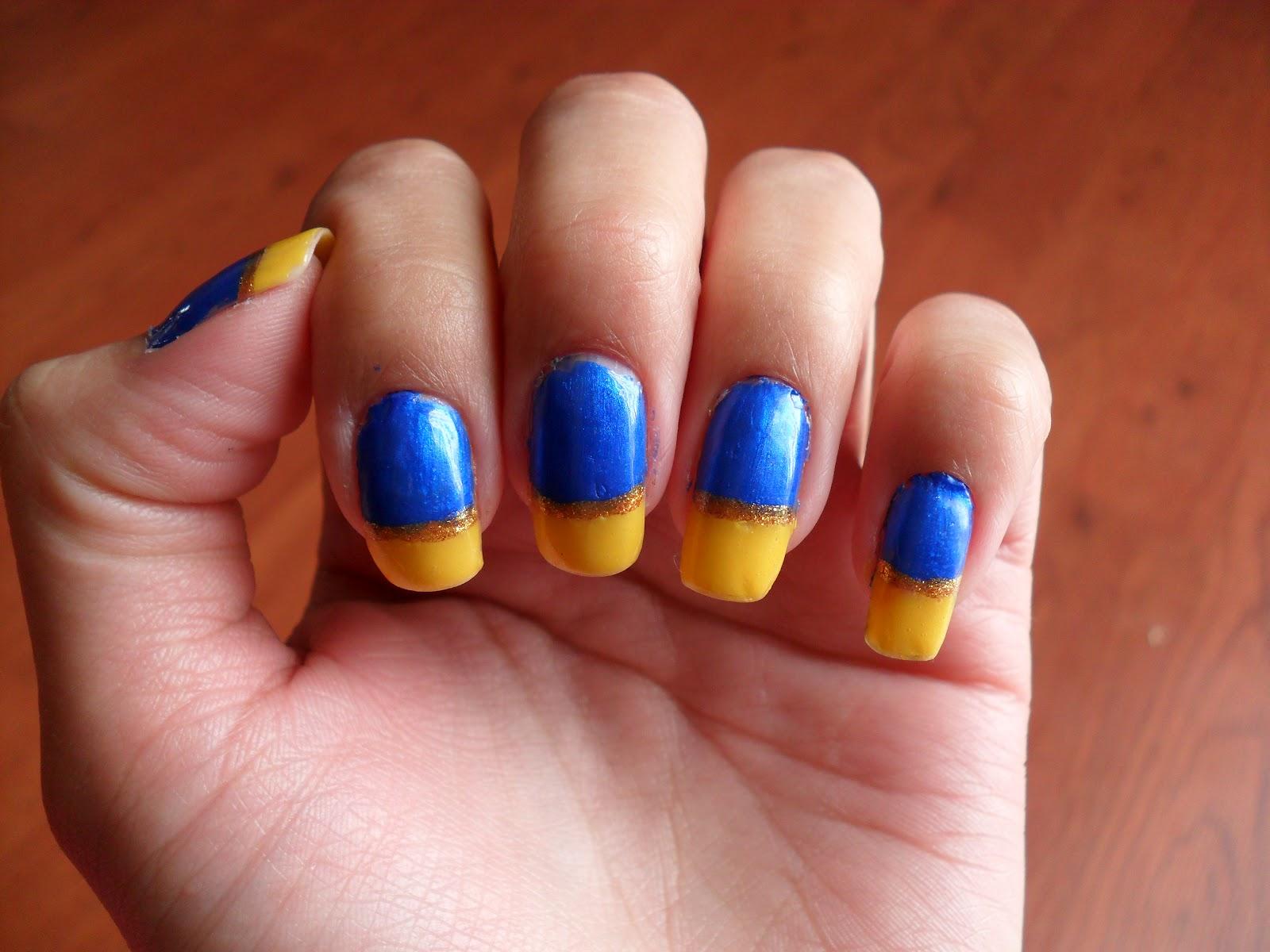 Маникюр с желтым и синим лаком фото