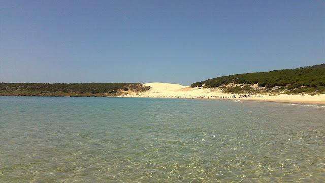 Het strand van Bolonia bij Tarifa is een van de mooiste stranden van Spanje