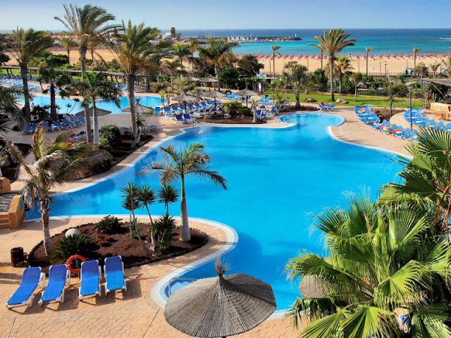 Piscinas del Hotel Barcelo en Fuerteventura