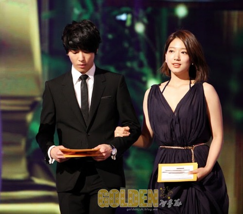 Yong hwa dating park shin hye