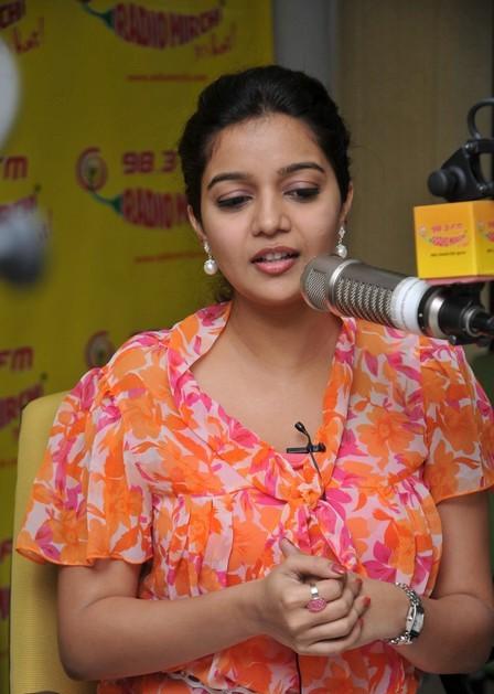 Swathi cute at radio mirchi